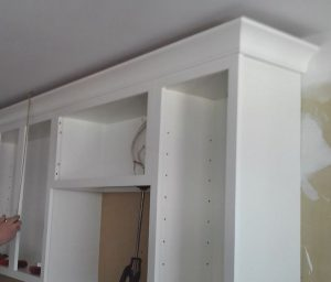 crown-molding-off-ceiling-with-shadow-line